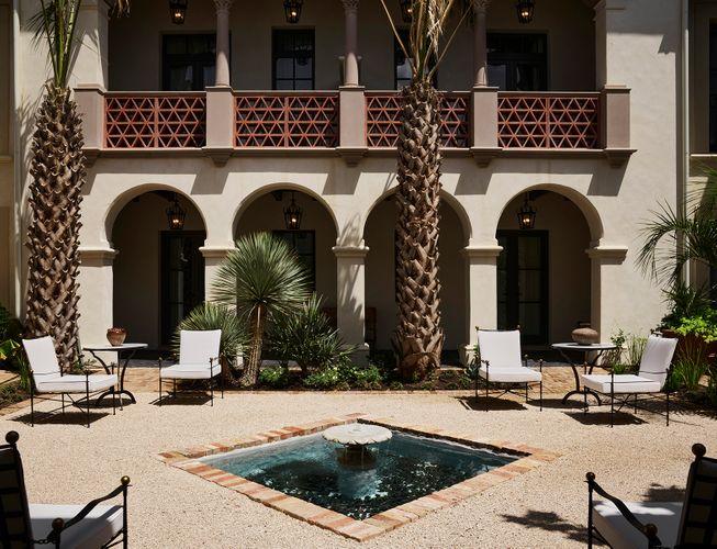 Commodore Perry Estate Hotel