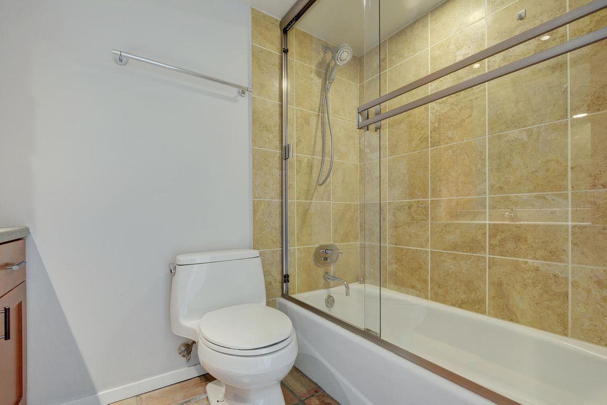 1500 W Lynn St Unit 108-large-025-26-Other Beds and Baths 583-1499x1000-72dpi.jpg
