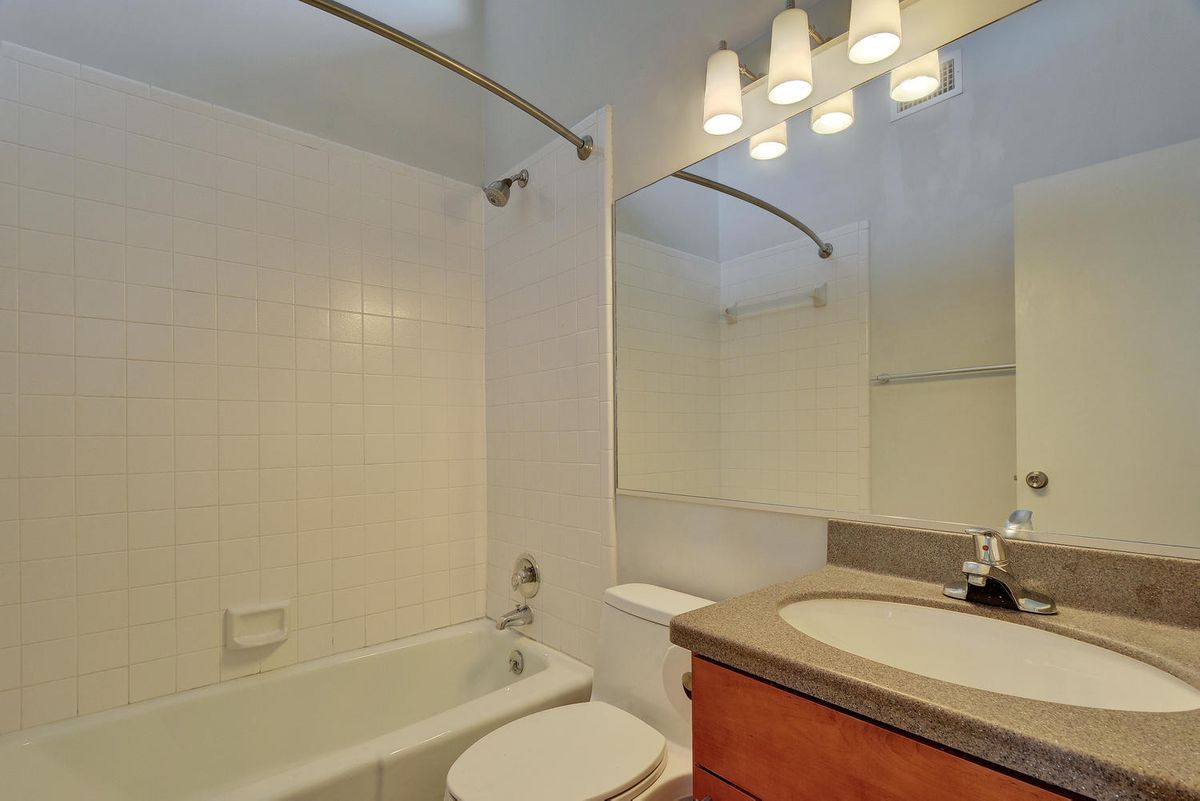1500 W Lynn St Unit 108-large-020-22-Other Beds and Baths 578-1499x1000-72dpi.jpg