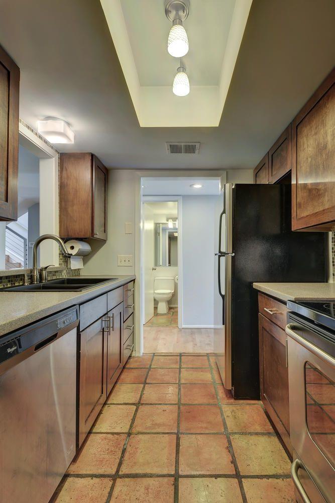 1500 W Lynn St Unit 108-large-015-8-Kitchen 315-668x1000-72dpi.jpg