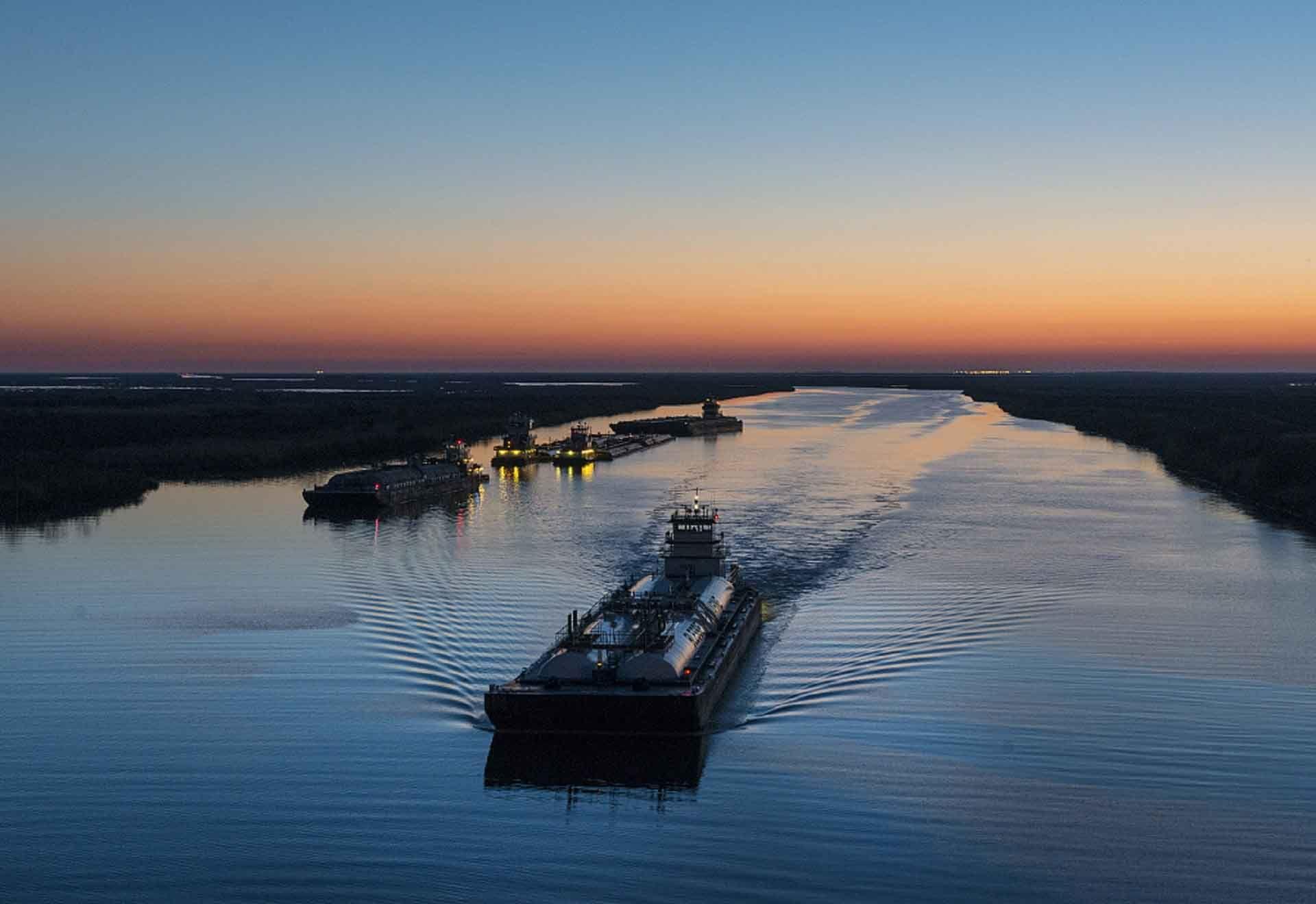 barges 2.jpg