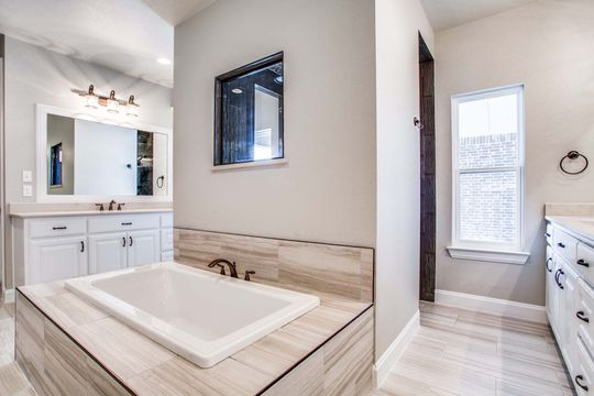 Custom Luxury Bathroom Builder in Decatur, Texas