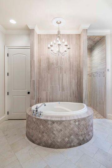 Custom-Built Luxury Bathroom in North Texas