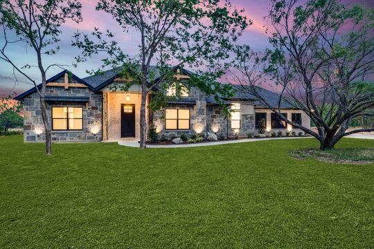 Contemporary Custom Home in Bridgeport, Texas