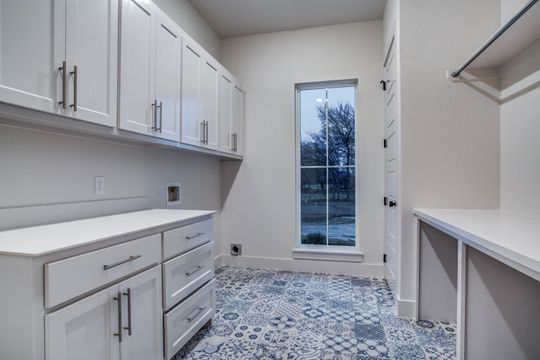 Modern Cottage Home - Laundry room