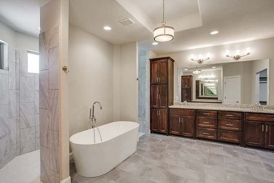 Custom High-End Bathroom Design and Construction in North Texas