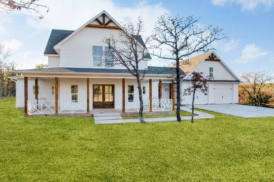Farm House in Bowie, TX