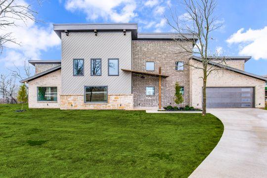 Modern House on Lake Bridgeport