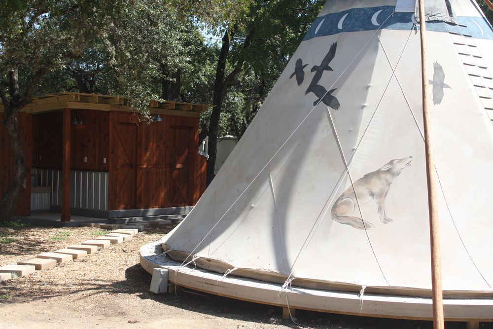 Blanco Tipi with bathhouse