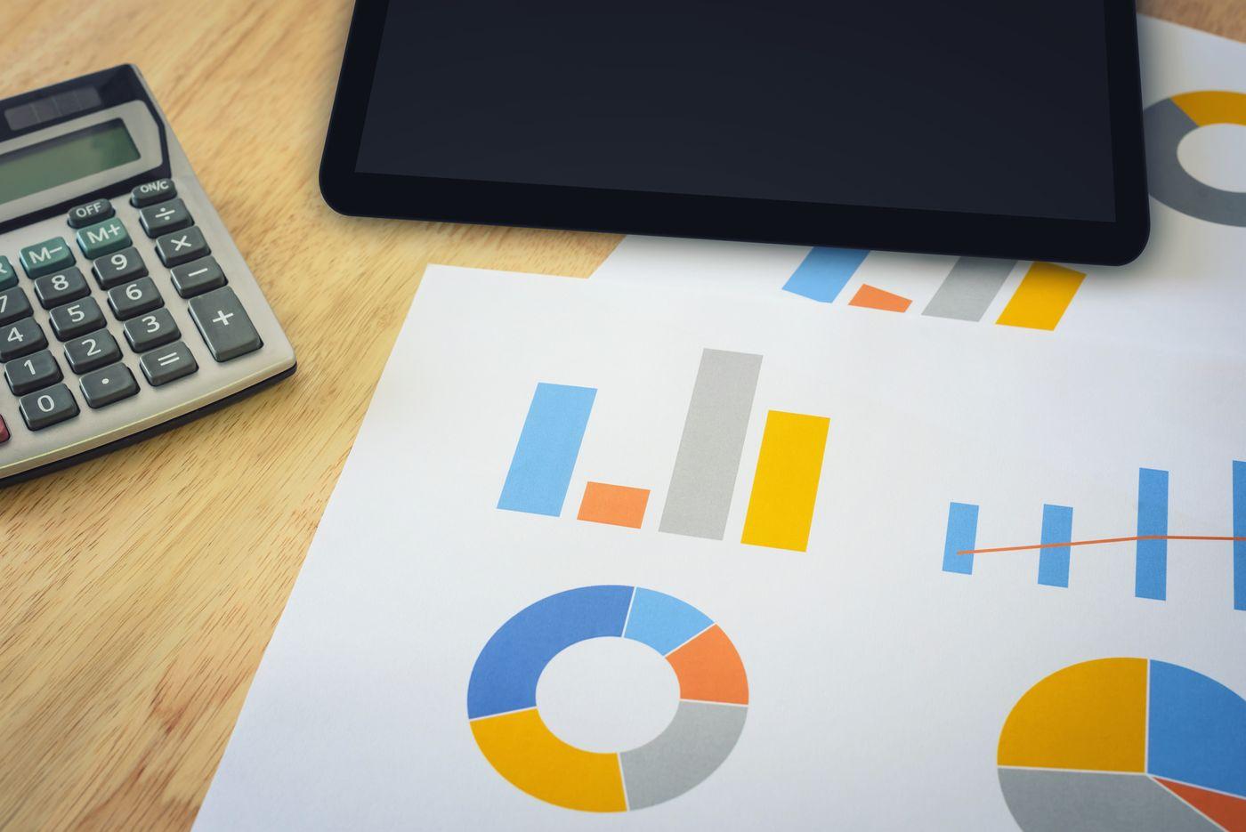 financial-chart-with-calculator-and-digital-tablet-K4JPG8C.jpg
