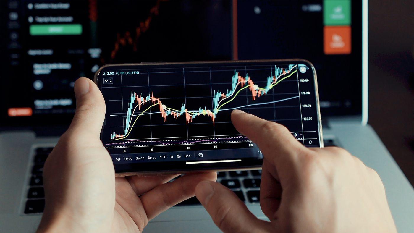 investment-stockbroker-stock-market-analysis-data--TS7TU4W.jpg