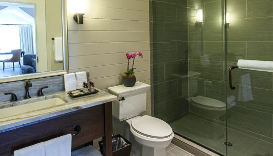 Kent Island Suite Bathroom at The Inn