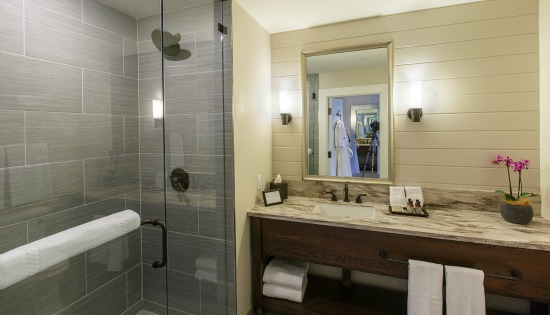 KING BATHROOM_CROPPED_550x315.jpg
