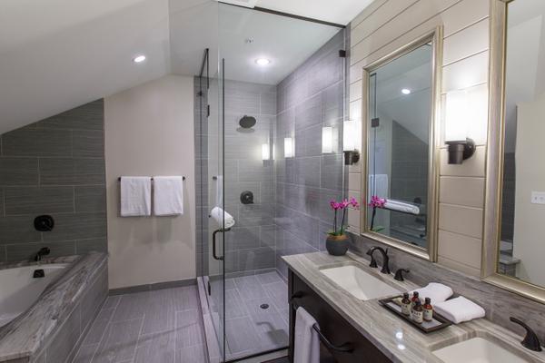 Veranda Suite Bathroom