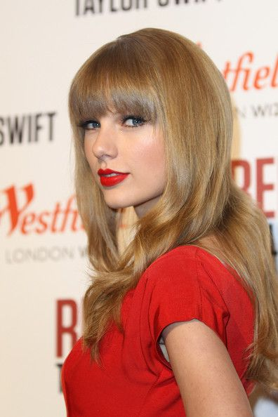 taylor-swift-red-lips-cat-eyes.jpeg