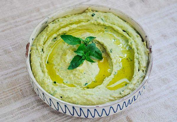 Basil-Pesto-Hummus-humus-cu-pesto.jpg