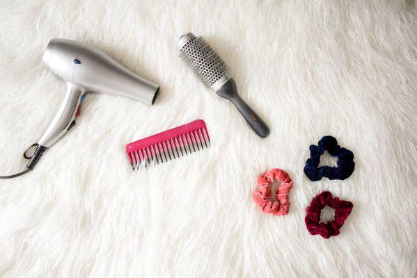 blow-dryer-brush-cosmetic-973402.jpg