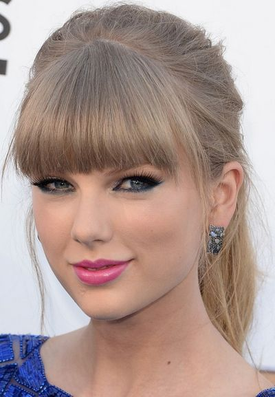 Taylor-Swift-Hairstyles-Blonde-Ponytail-with-Blunt-Bangs.jpg