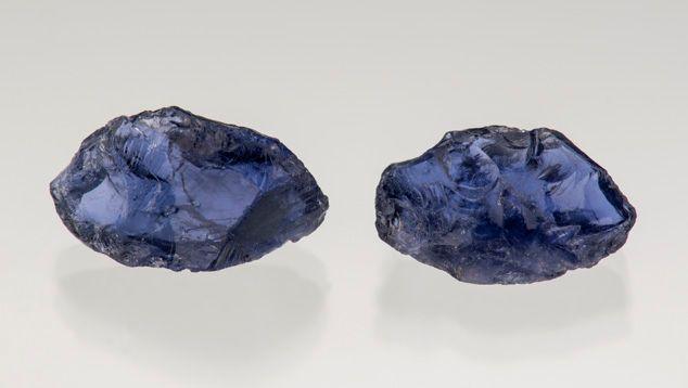 Raw iolite stones