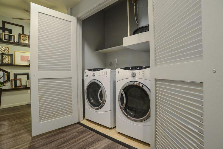 William Evans - The_Beverly_Austin-121 model laundry.jpg