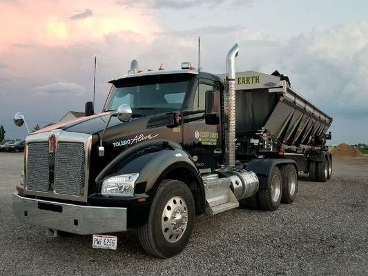 trucking1.jpg