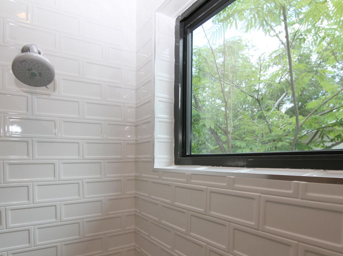2011 De Verne St Austin TX-large-022-22-Bathroom-1340x1000-72dpi.jpg
