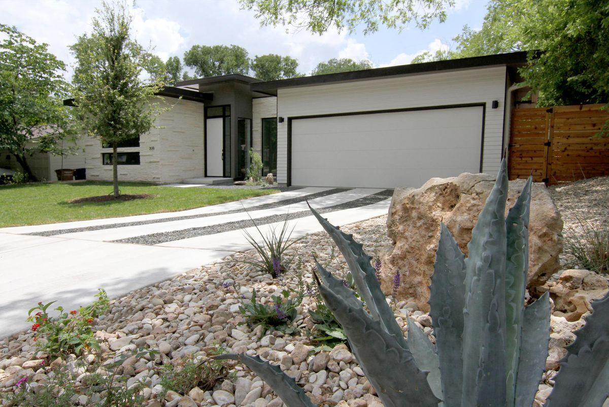2011 De Verne St Austin TX-large-001-1-Front of Home-1499x1000-72dpi.jpg