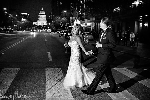 nighttime-wedding-photo-capital-austin-driskill-wedding-lindsey-thorne.jpg
