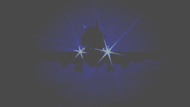 Getty_040212_AirplaneLandingLights.jpg