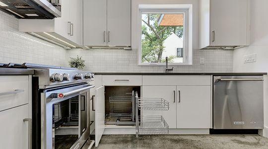 2010 Goodrich Ave Unit 4B-large-025-22-Family Kitchen Dining 525-1500x1000-72dpi.jpg