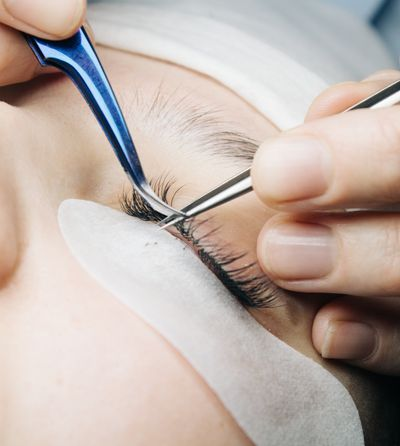 eyelash-extensions-D6BL5CS.jpg