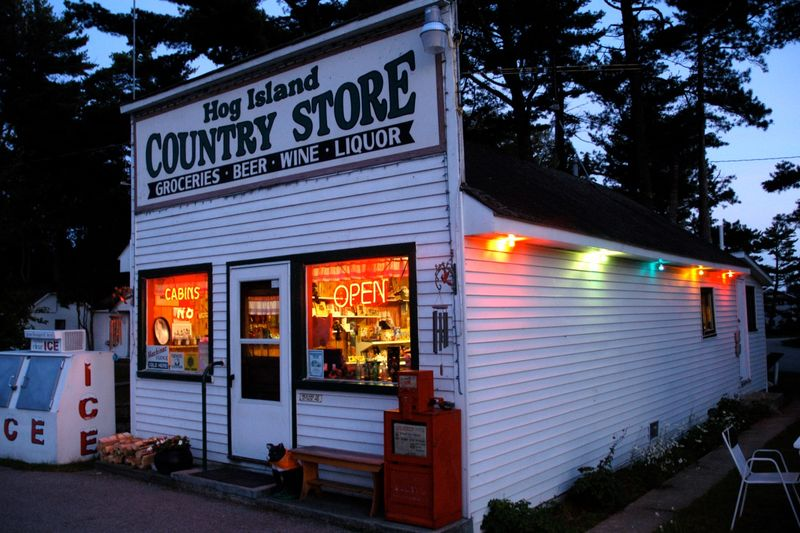 Hog Island Country Store & Cottages