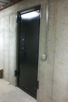 Heavy_Vault_Door_1.jpg