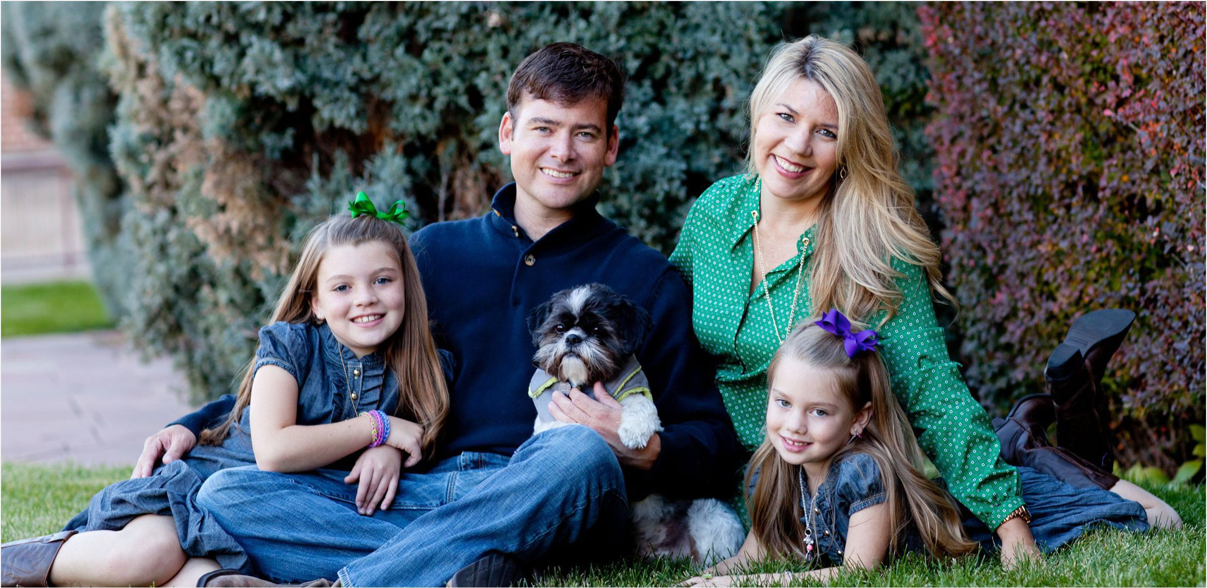 Denver-University-family-portrait-session-cozy-up-with-your-dog-004