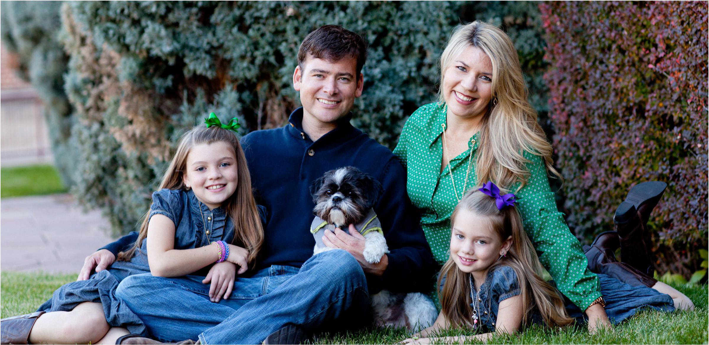 Denver-University-family-portrait-session-cozy-up-with-your-dog-004