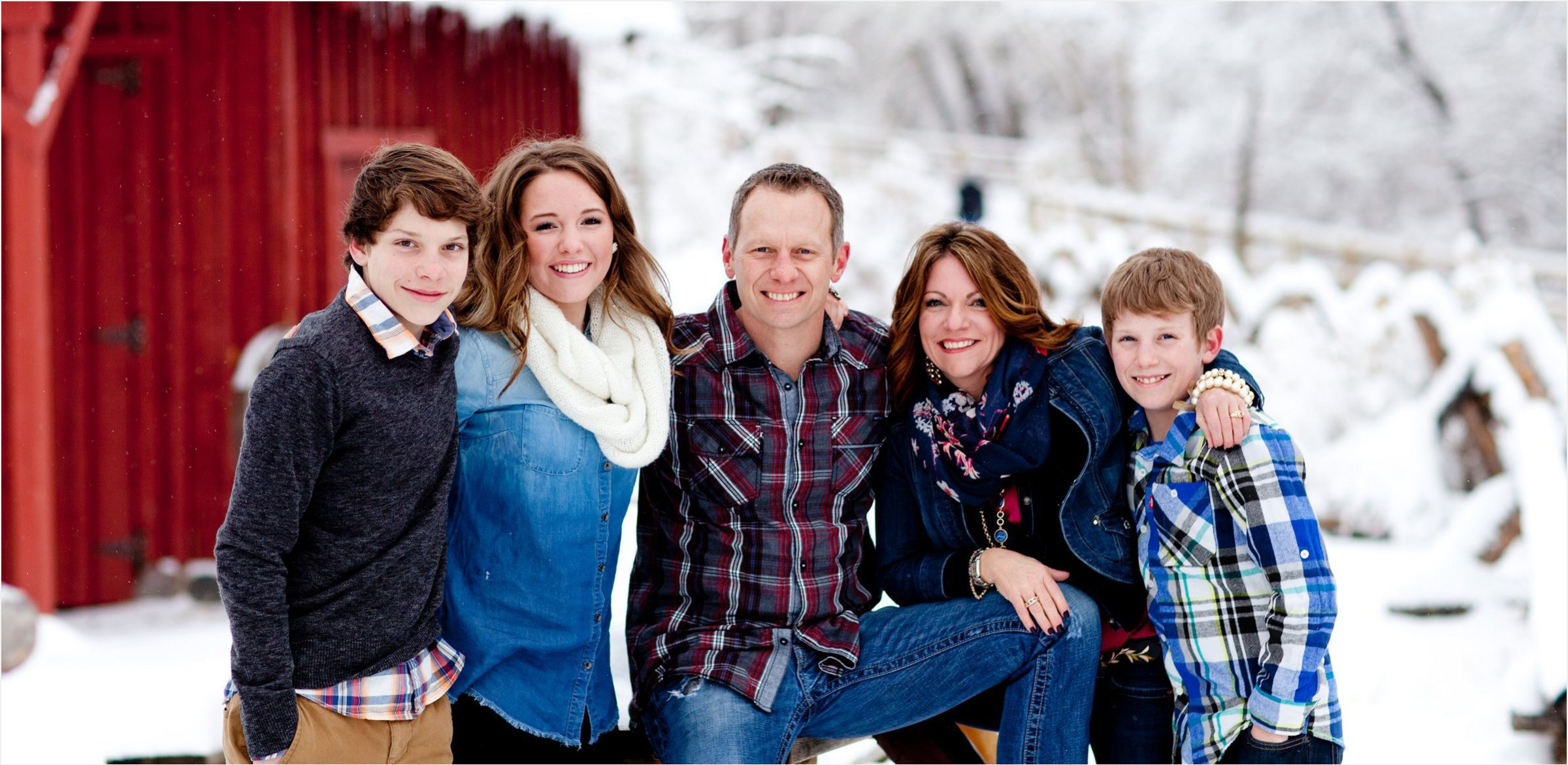 Snow-covered-family-portrait-session-colorado.jpg