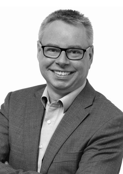 Peter Fitze Hoergeraeteakustikermeister Betriebsinhaber bearbeitet sw.jpg