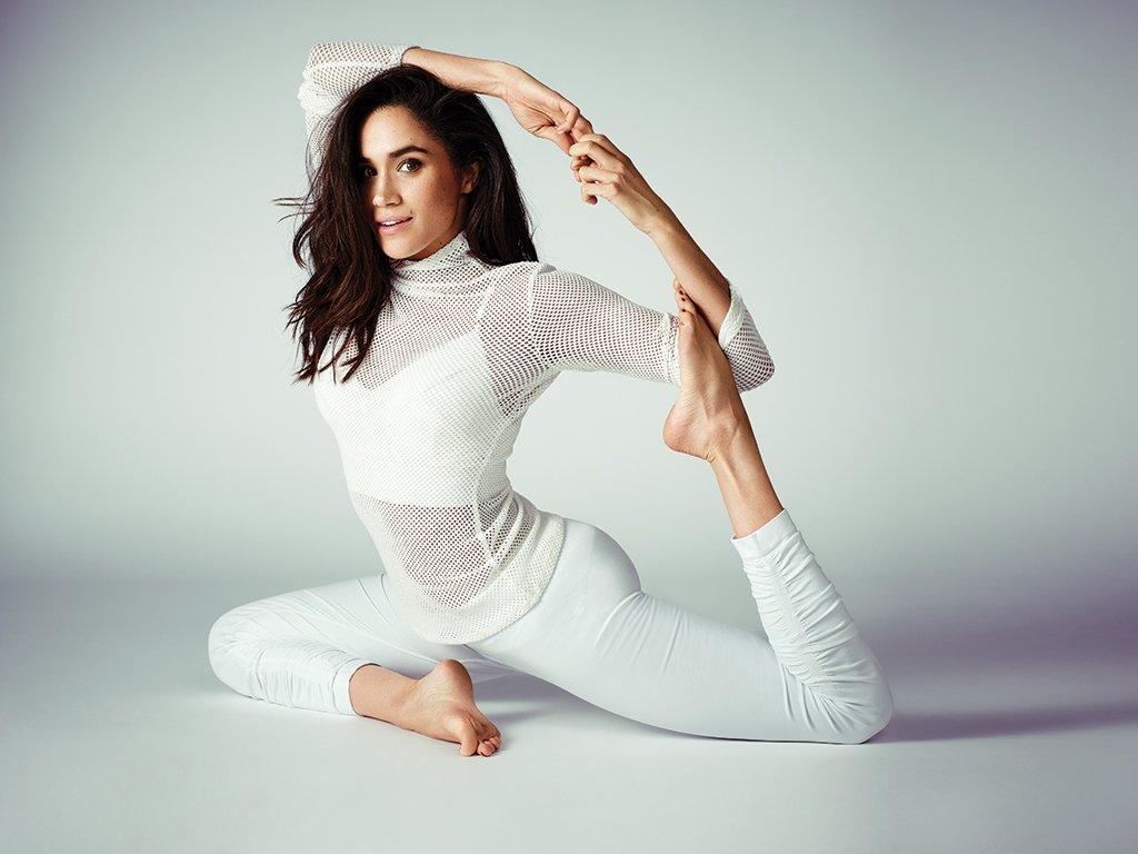 meghan-markle-photos-mermaid-pose-yoga.jpg