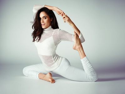 meghan-markle-photos-mermaid-pose-yoga.jpg