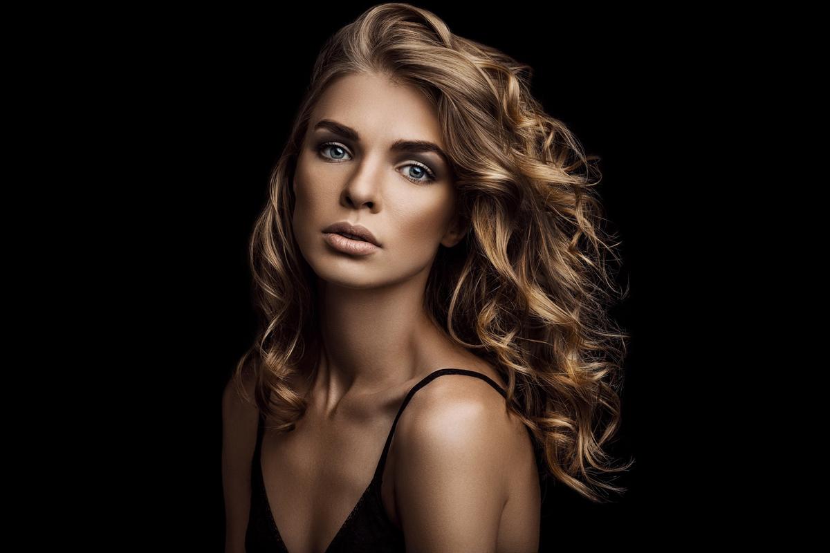 brunette hair model.jpg