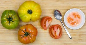 tomato-seed-saving-img-01_WEBSITE.jpg