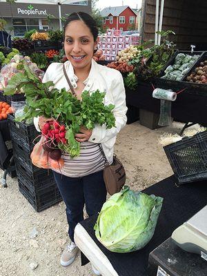 customer_holding_veggies_450px.jpg