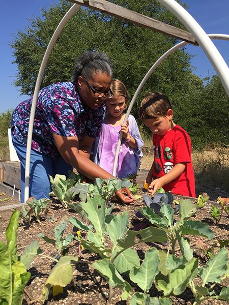 Intergenerational-Gardening-2.jpg