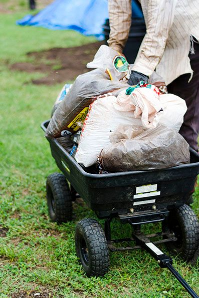 2017-09-28_Spread-the-Harvest-Loading-Wheelbarrow-With-Compost_IMG-01_WEBSITE.jpg