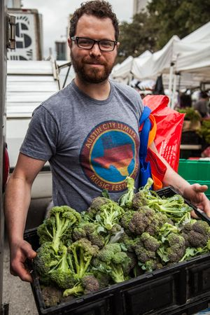 Bryce-Gilmore-at-SFC-Farmers-Market-with-Broccoli.jpg