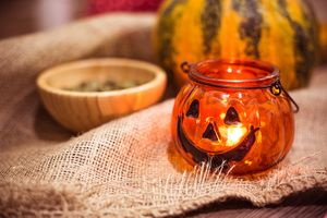 halloween-pumpkin-candle-photo_675px.jpg