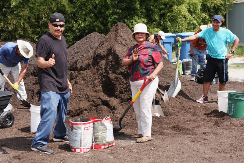 2019-09 STH People Thumbs Up at Compost WEB.jpg