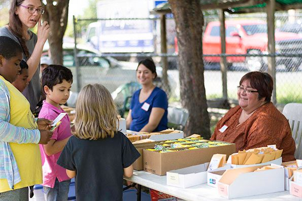 2018-09-27 STH Grace Rivera and Kids at Seed Table
