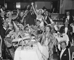 1930s-vintage-new-years-eve-photo-black-and-white.jpg