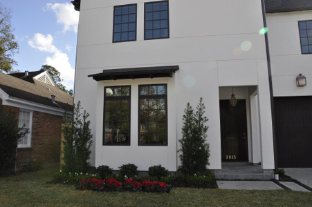 Exterior of stucco home by Houston homebuilder Savant Design